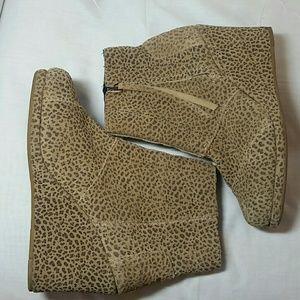 Toms leopard print zip booties.  Sz 6.5